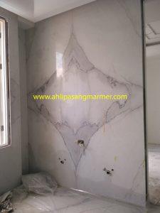 pasang dinding marmer kamar mandi 2